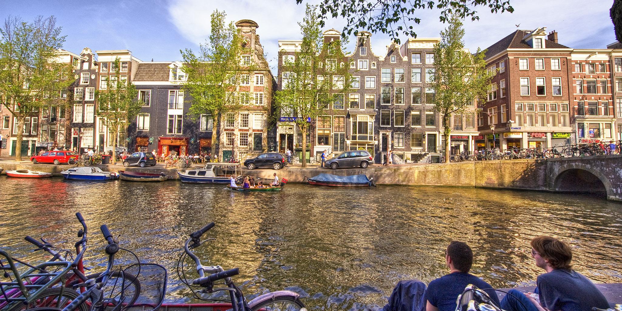 Amsterdam HDR2 07 Oudezijdsvoorburgwal-Korte Niezel