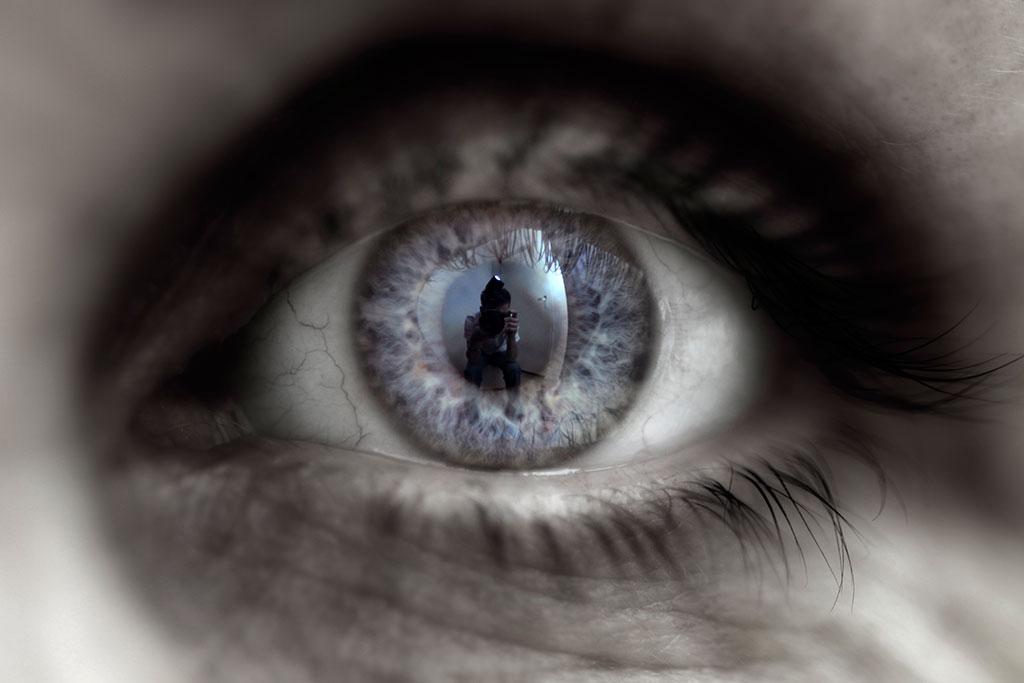 008-023-020-Eyes-of-Es-02