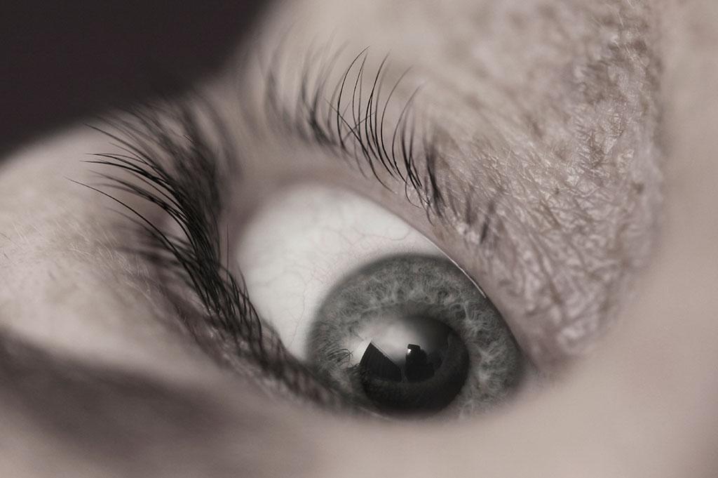 010-025-018-Eyes-of-Es-03