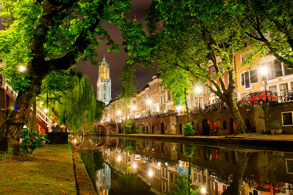 034-Utrecht-by-night-6-12-19-Oudegracht