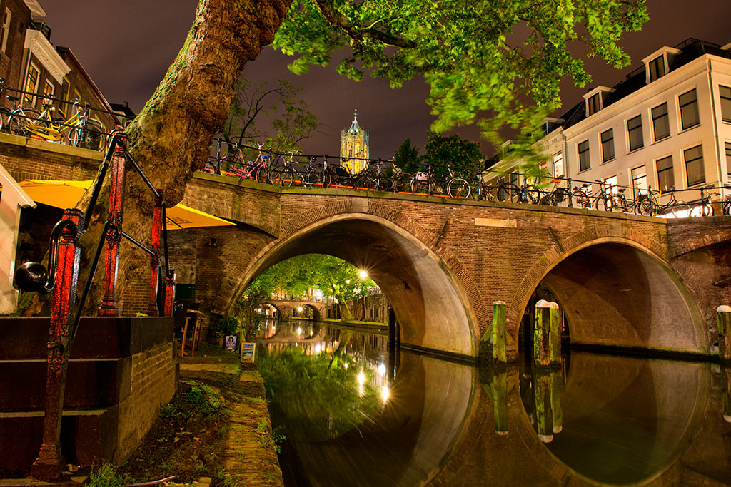 035-Utrecht-by-night-6-12-20-Oudegracht