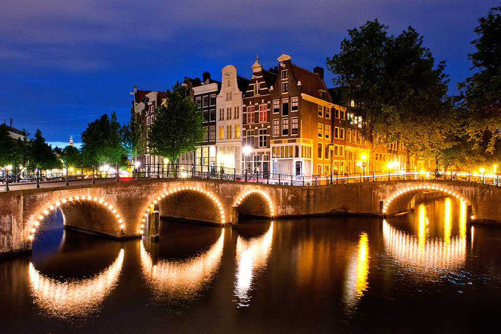045-Amsterdam-by-night-09