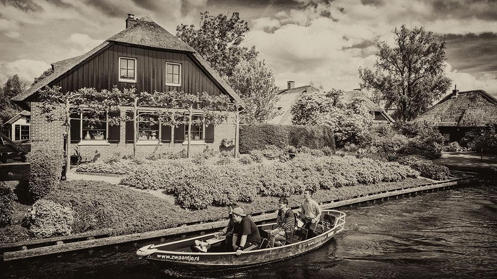 Giethoorn-juni15-black2-14