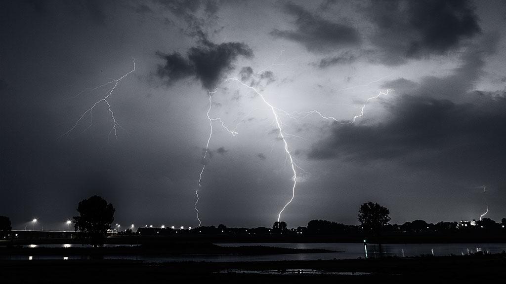 Storm-31aug15-black-01