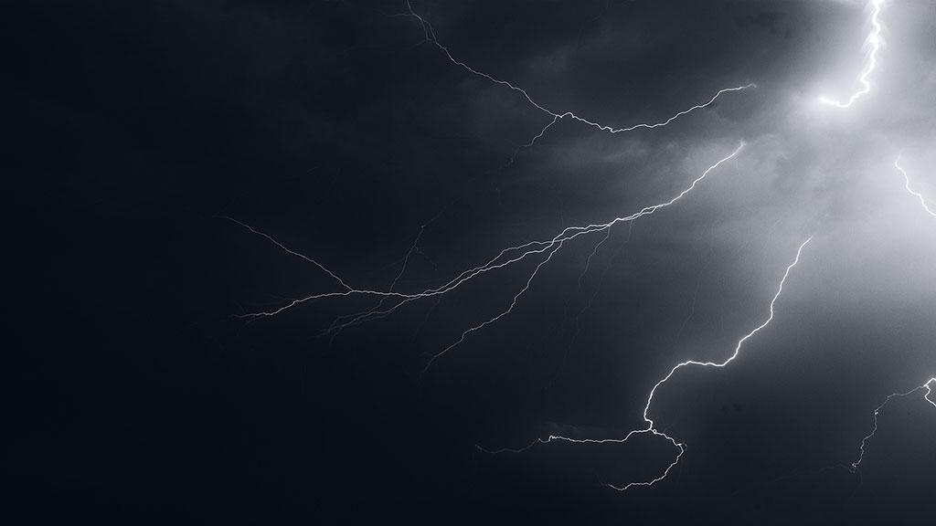Storm-31aug15-black-03
