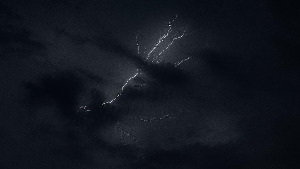 Storm-31aug15-black-05