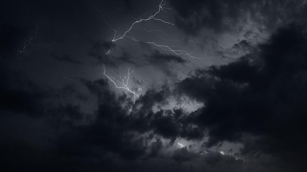 Storm-31aug15-black-06